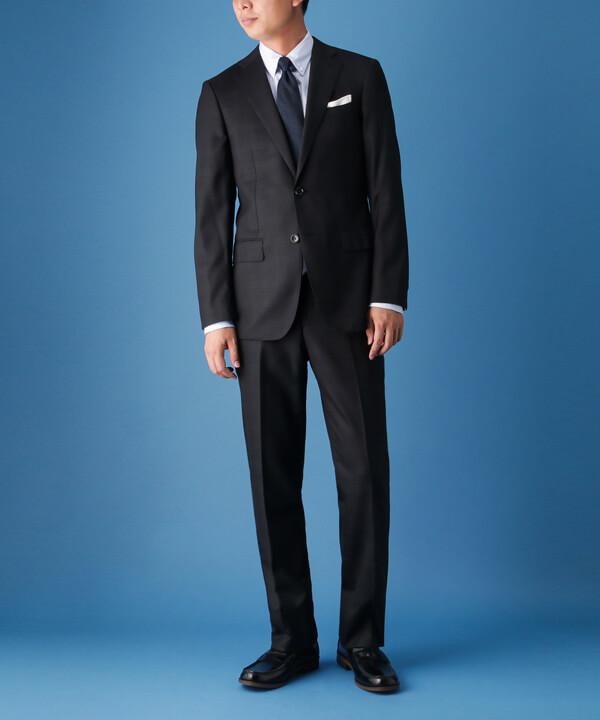 スーツ×ローファーのコーディネートイメージ画像