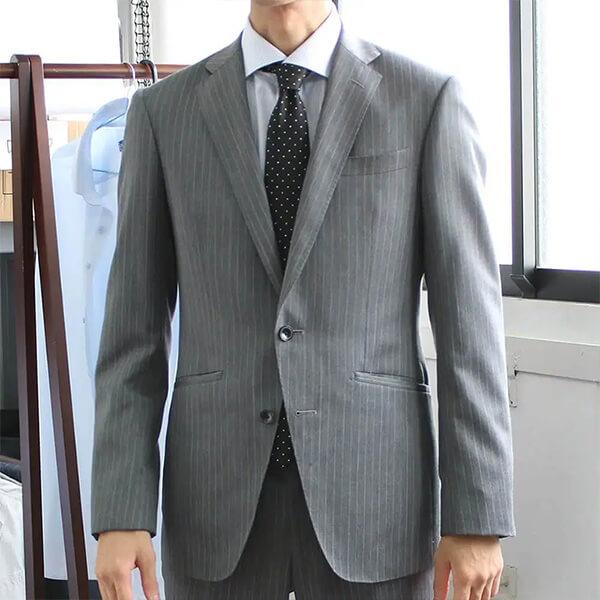 カッタウェイワイシャツ白黒ストライプのコーディネート参考画像