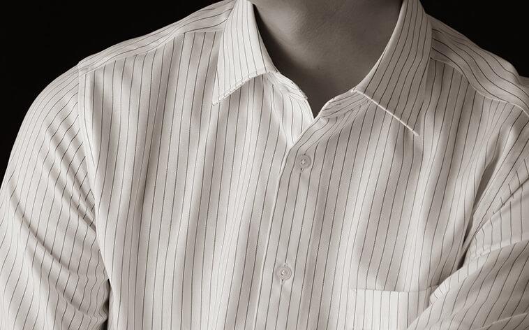ワイシャツ のインナーは見えない、透けないが鉄則