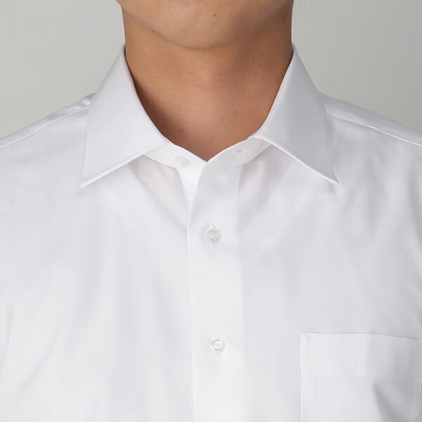 ワイシャツの中に着ているインナーの形が透けて見えるイメージ画像